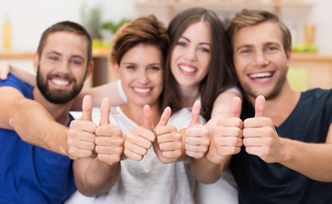 Нереалистичная стоковая фотография улыбающихся людей