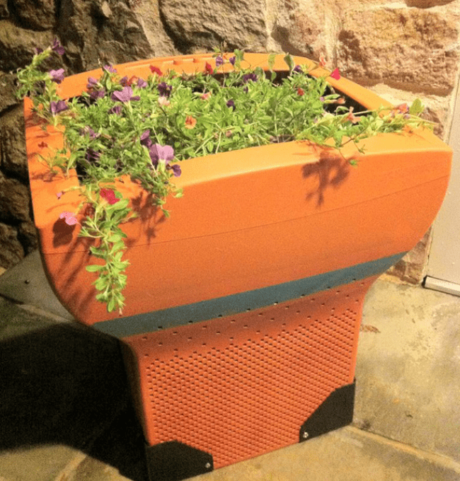 Цветочные горшки из старых мониторов