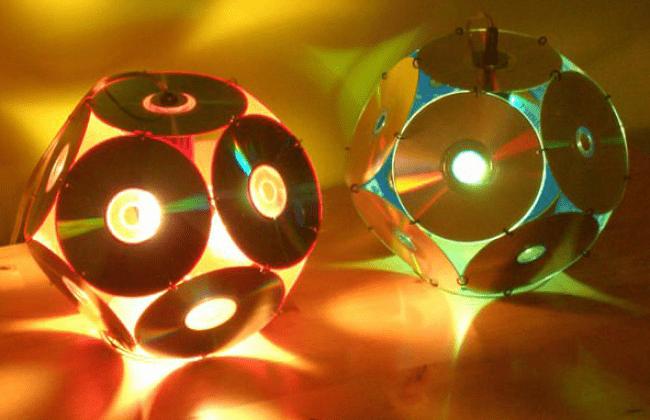 Настольные лампы из CD-дисков